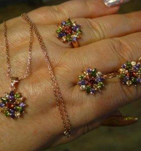 Бижутерия с разноцветными камнями