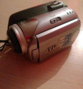 Видеокамера JVC.