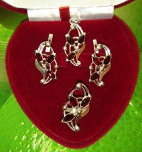 Кольцо (размер 17,0) серьги, подвеска из серебра.