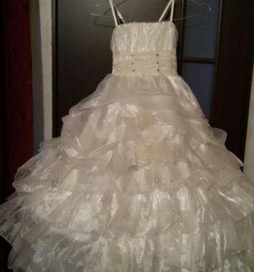 платье на прокат на праздник 115-120 рост