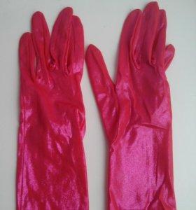 Перчатки высокие.
