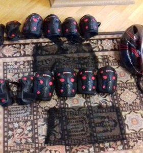 Два набора защиты и шлем. Кто Хочет по отдельности