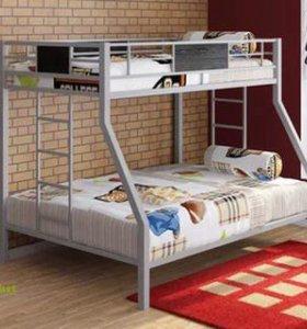 Кровати, из метала и дерева.