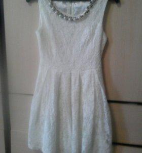 Платье белое гипюровое