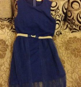 Платье на девочку рост 164 в отличном состоянии.