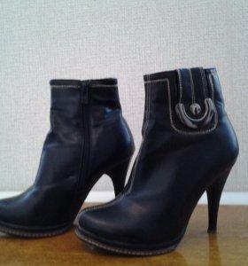 Весенний сапожки-35 размер,свадебные туфли-34 разм