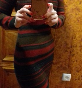 Фирменное теплое платье