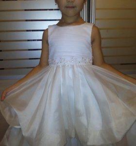 Красивая, нарядная платья