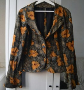 Костюм(Юбка+пиджак) L размер