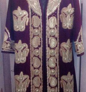Узбекский чапан. Золотое шитьё.