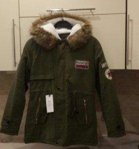Продаю куртку-парку. Новая. Размер S подростковая