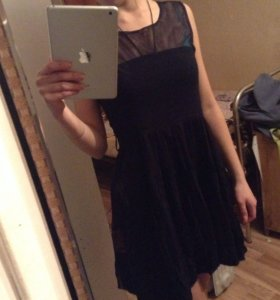 Платье классно смотрится  с кедами