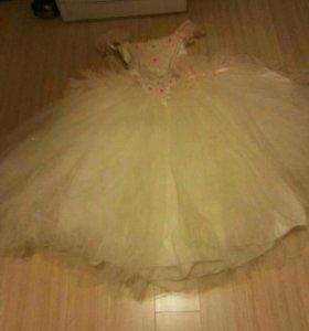 Платье очень пышное (карсет)