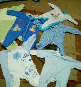 Три  пакета детских вещей для мальчика