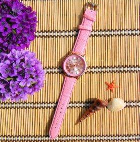 Новые часы на кожаном ремешке