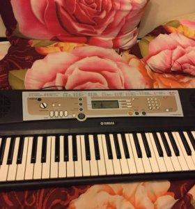 Синтезатор YAMAHA PSR R200