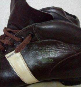 Лыжные ботинки кожаные новые