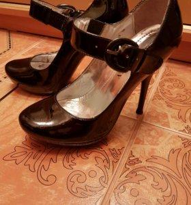 Туфли лаковые 35 размер