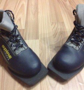 Лыжные ботинки. 37 размер