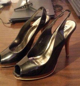 Туфли жен лаковые.