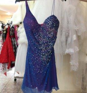 Коктельное платье расшитое паетками и бисером