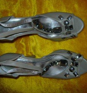 Новые босоножки туфли