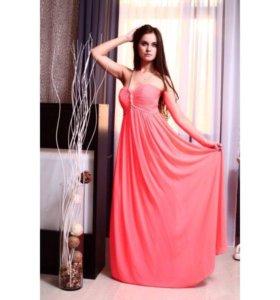 Эффектное вечернее длинное  платье