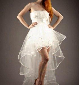 Новое Короткое платье со шлейфом