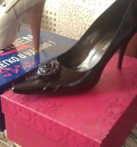 Туфли из нат.лаковой кожи