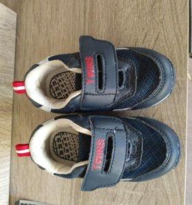 Кроссовки 20 размер новые 11 см