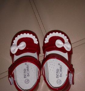 Туфельки для девочки. Новые