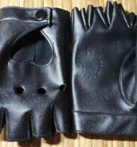 Перчатки латекс для вождения.