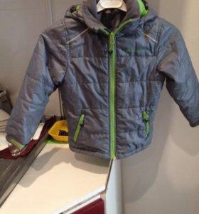 Куртка  на мальчика , весна размер 104