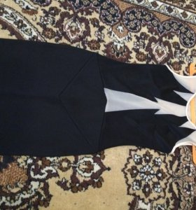 Облегающее с прозрачными вставками платье