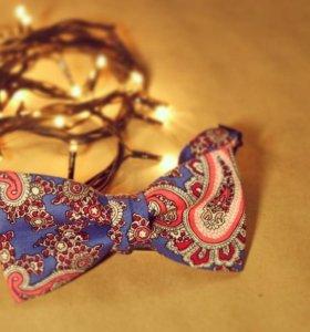 Галстук-бабочка синяч с огурцами