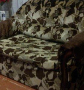 Диван и кресло,оба расскладываються.торг при осмот