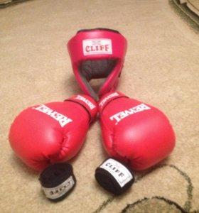 Продам боксёрские перчатки , шлем и бинты