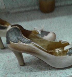 Туфли женские 39 размер.