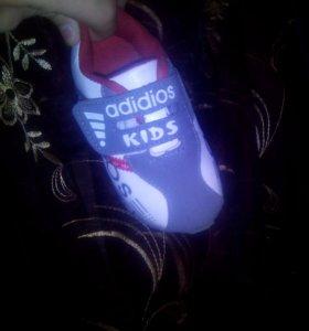Кроссовки на маленького мальчтка