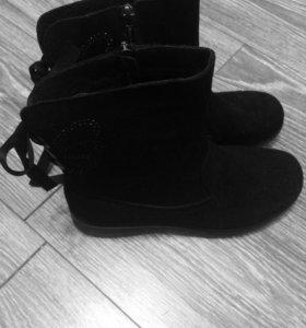 Ботинки замшевые (новые)