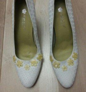 Новые свадебные туфли новые