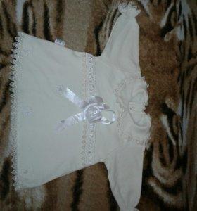 Платье молочного цвета.
