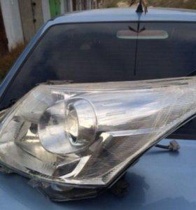 Фара Toyota Avensis