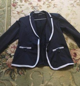 Пиджак новый, не ношеный, синий.
