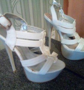 Туфли женские, белые
