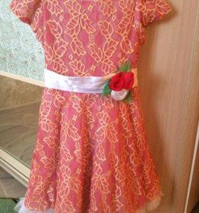 Детское платье ,в отличном состояние.