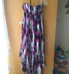 Очень красивое платье с шикарным шлейфом.