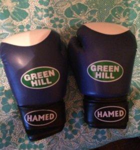 Перчатки для бокса и кика