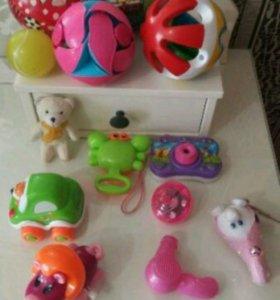 Погремушки и игрушки