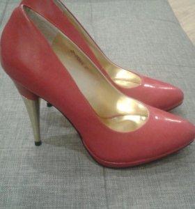Красные кожаные туфли р. 37
